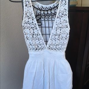 🌺 Hollister dress in white. Gathers at waist. 🌺